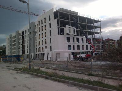 Cerramiento bloques vivienda
